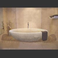 Ванна из бежевого мрамора